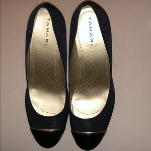 Tahari pump - NEW without tags